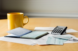 Emergency Fund vs. Paying Off Debt - Which should you contribute to first?